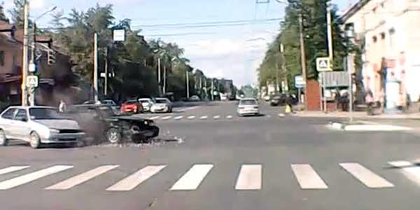 В Дзержинске регистратор автомобилиста зафиксировал ДТП на Ленина - Гайдара