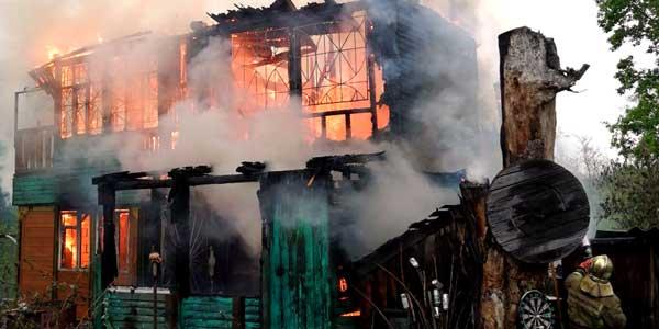 Женщина погибла на пожаре в поселке Ильино Володарского района