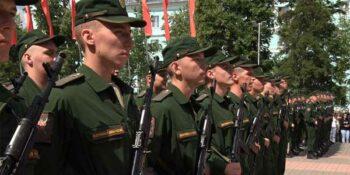 В Дзержинске присяга на верность Родине впервые прошла на площади Героев