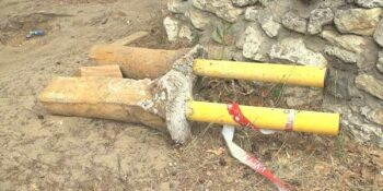 Проезд открыт. В Дзержинске на Святом озере сломали ограждающие столбики и шлагбаум
