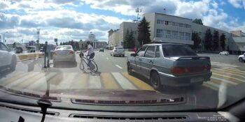 На площади Дзержинского «неправильный» велосипедист повстречался с иномаркой