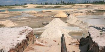 Администрация Дзержинска обеспокоилась законностью добычи песка в городе