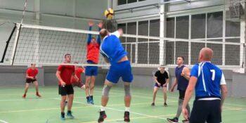 В дзержинской ночной волейбольной лиге лидеры удерживают позиции