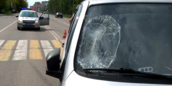 Наезд на «зебре». На ул. Петрищева в Дзержинске водитель внедорожника сбил 20-летнего парня