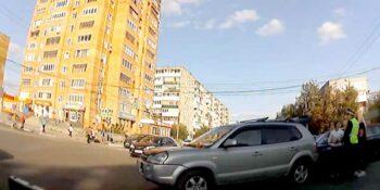 На перекрестке Чкалова — Чапаева столкнулись внедорожник и легковушка