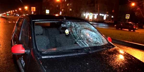 Провез на капоте. В Дзержинске таксист сбил молодую женщину