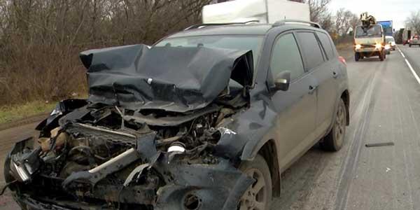 Машины разбиты. На Автозаводском шоссе «японец» залетел под ГАЗель