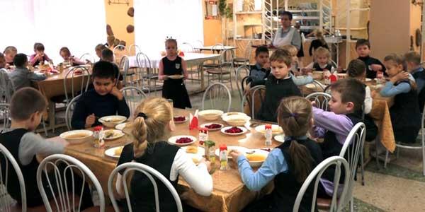 Комиссия из администрации города проверила, чем кормят дзержинских школьников