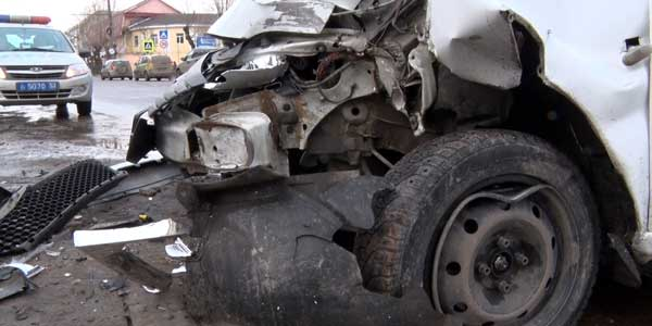 Налетел на столб. 23-летняя пассажирка такси пострадала в ДТП в Дзержинске