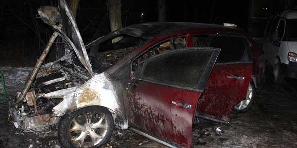 Вот тебе и Валентинов день! В ночь на 14 февраля в Дзержинске сожгли автомобиль