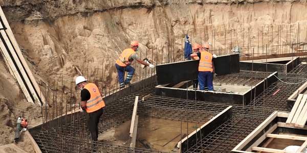Евгений Люлин проинспектировал ход строительства фонтана в Дзержинске
