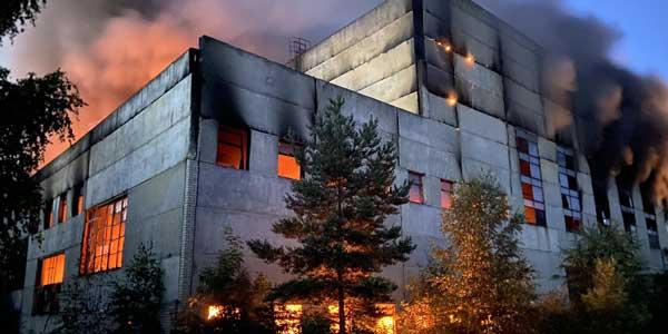 Крупный пожар произошел на территории промышленного предприятия в Дзержинске