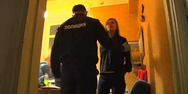 Одни дома: пятерых детей оставила в квартире горе-мамаша из Дзержинска и ушла в загул
