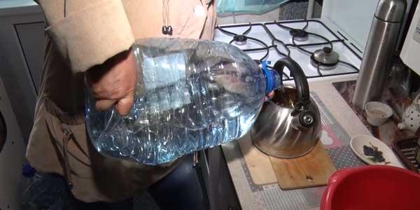 Безвыходная ситуация: жители одного из домов в Дзержинске остались без воды